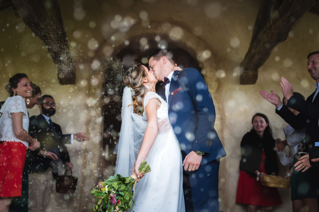 Couple mariage église page accueil couleur
